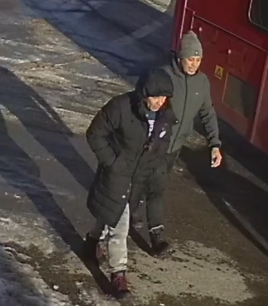 2 male suspects Carling B&E