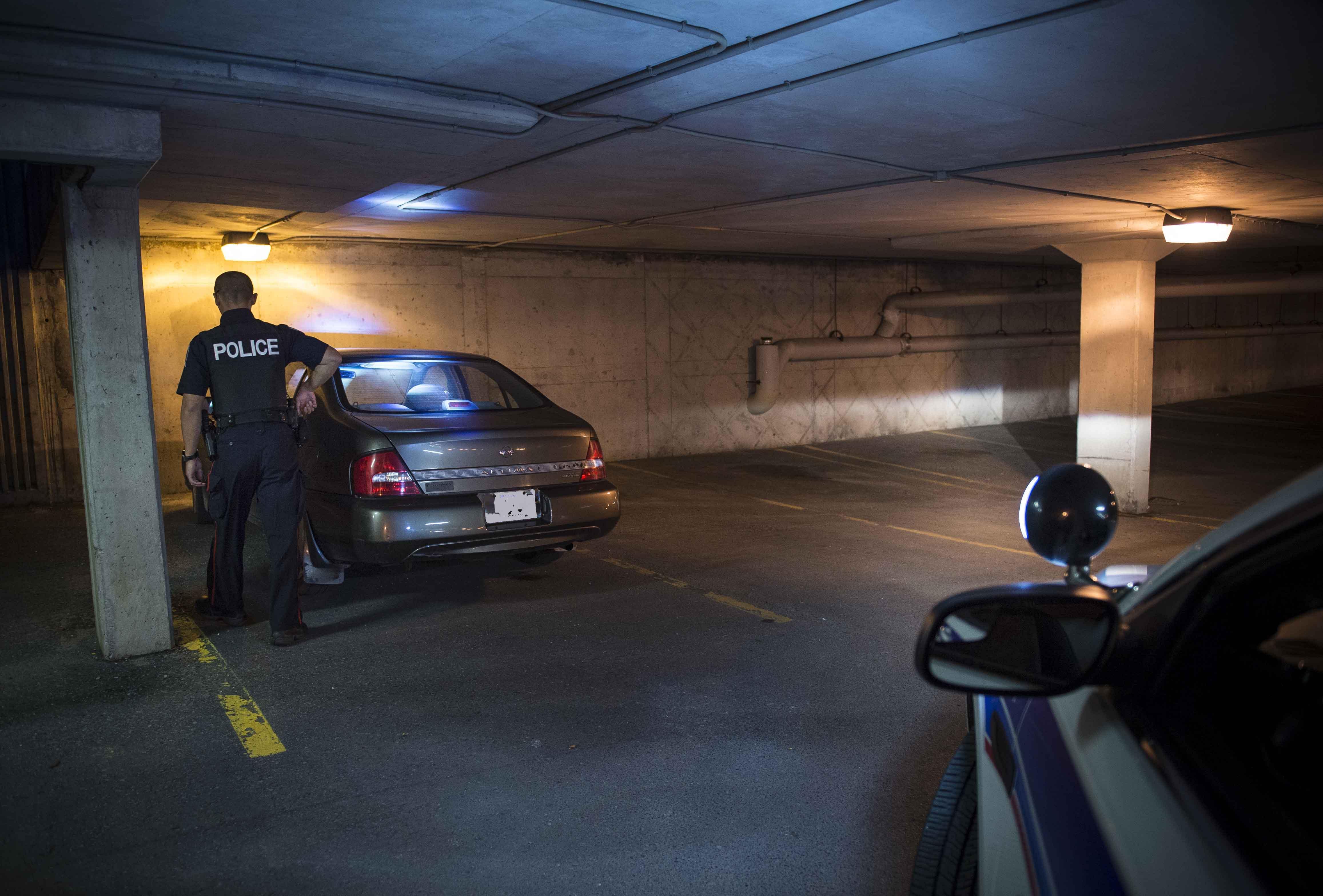 L'agent Dakota Bashford, qui compte quatre ans au sein du Service de police d'Ottawa, patrouillait au centre-ville, vérifiant les aires de stationnement, lorsqu'il perçut un bruit qui ressemblait à des sanglots