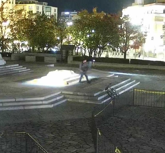 Memorial Tomb Suspect-4