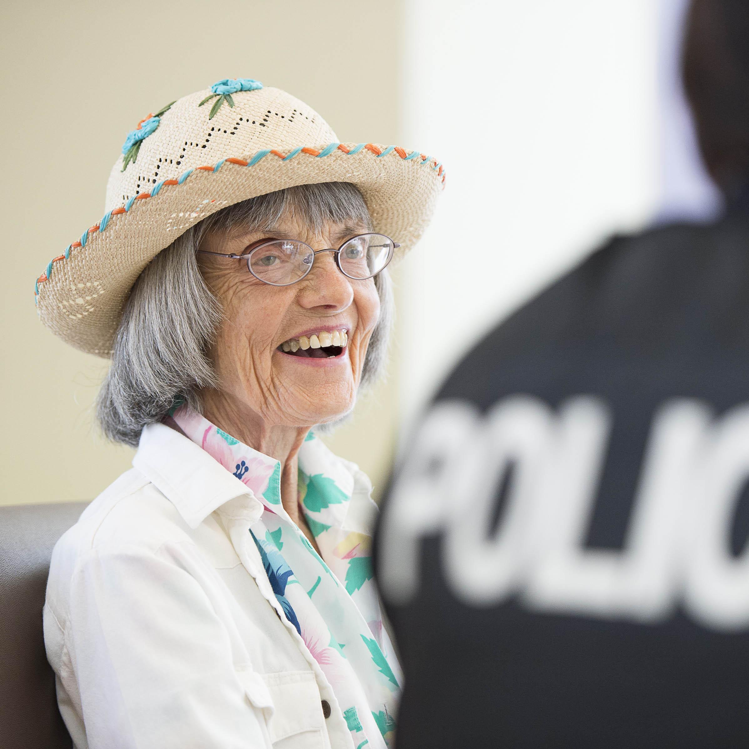 Le Mois des personnes âgées nous donne la chance de rendre hommage  à l'apport de nos aînés et de veiller sur leur sûreté